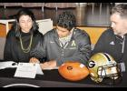 Noah Hannon (center) signed his national letter of intent with Appalachian State.